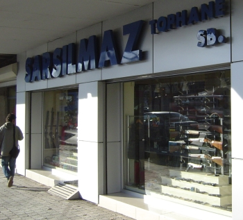 istanbul_03_gunstore.jpg