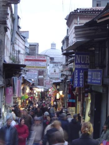 istanbul_33_bazzar_area_lorz.jpg
